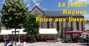 la Foire au pied de l'église de Ruynes