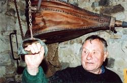 Jean Jouve dans sa forge
